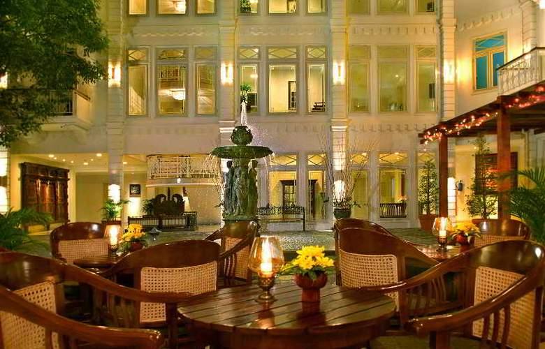 The Phoenix Hotel Yogyakarta MGallery by Sofitel - Terrace - 19