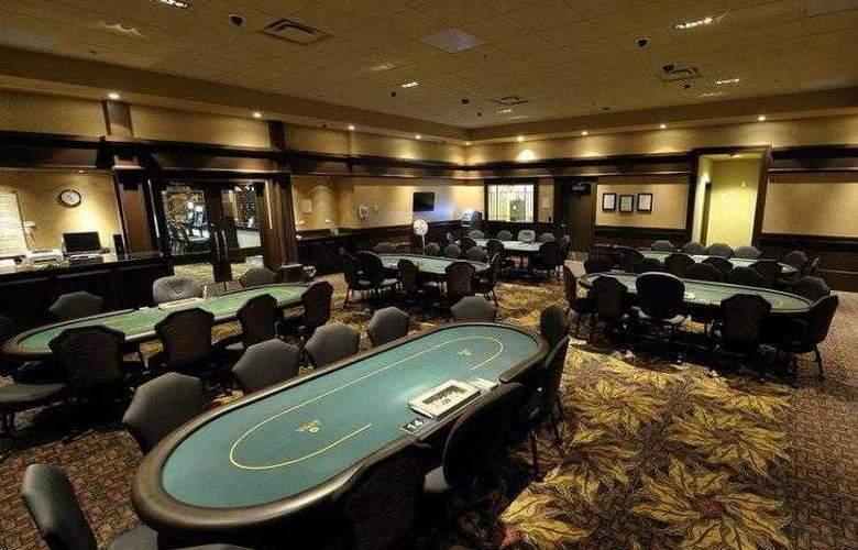 Best Western Plus Camrose Resort & Casino - Services - 29