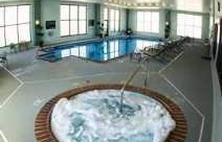 Hampton Inn & Suites Nashville-Downtown - Pool - 1