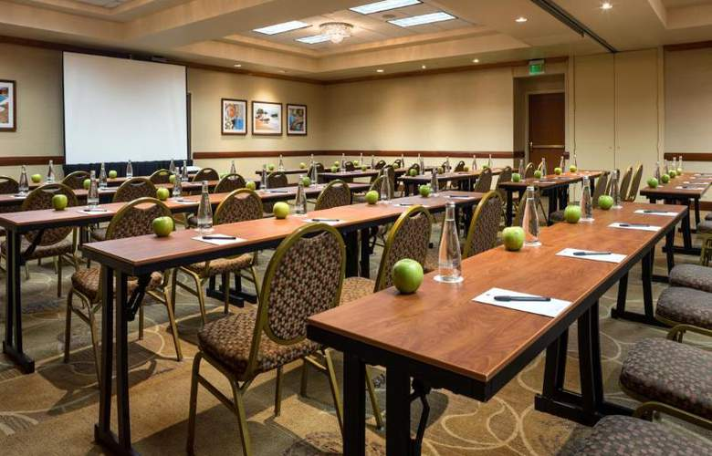 DoubleTree by Hilton Carson - Conference - 23