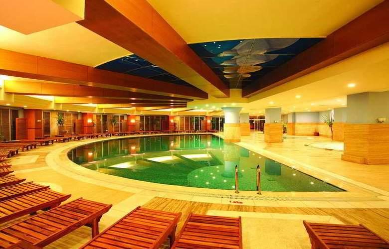 Crystal Admiral Resort Suits&Spa - Pool - 4