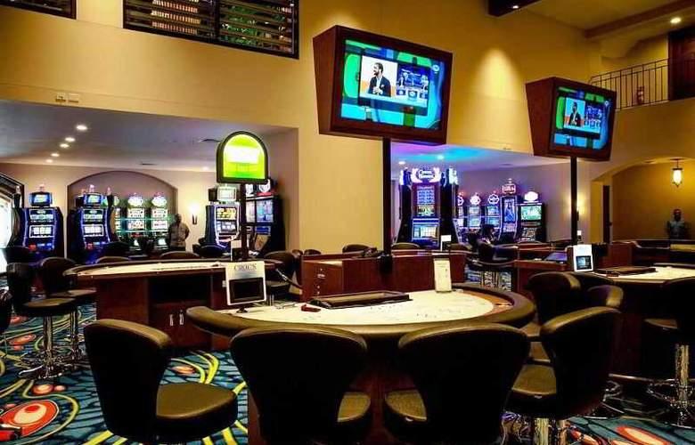 Croc's Casino & Resort - Services - 4