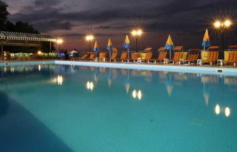 Mora Hotel - Pool - 2