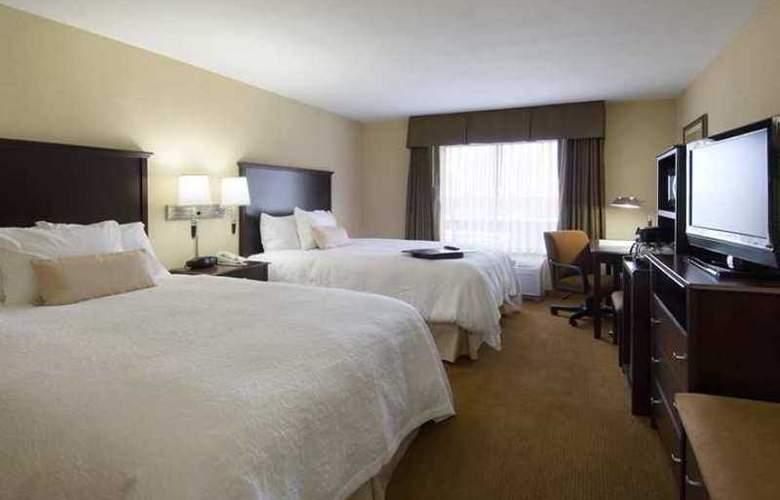 Hampton Inn & Suites Rogers - Hotel - 1