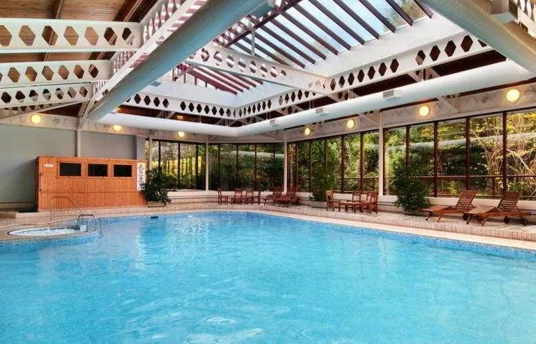 Hilton Aberdeen Treetops - Pool - 6