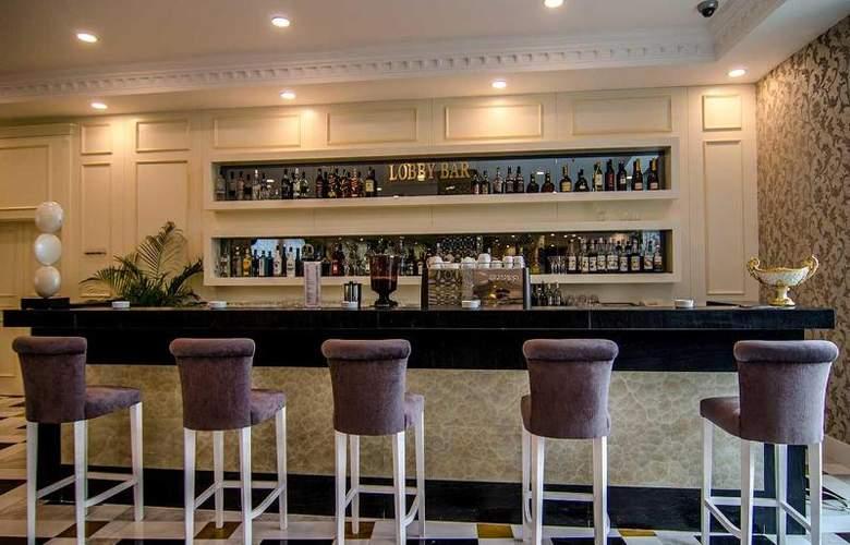 Ramada Baku Hotel - Bar - 19