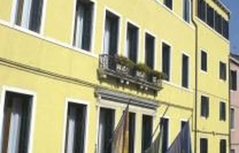 Amadeus - Hotel - 0