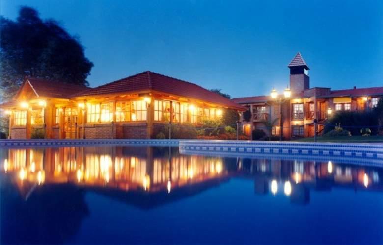 San Isidro Spa & Resort - Pool - 8
