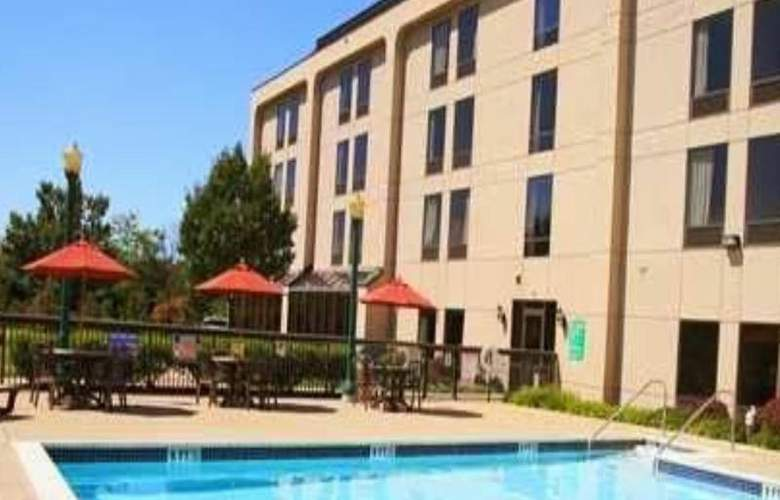 Hampton Inn Clinton - Pool - 30