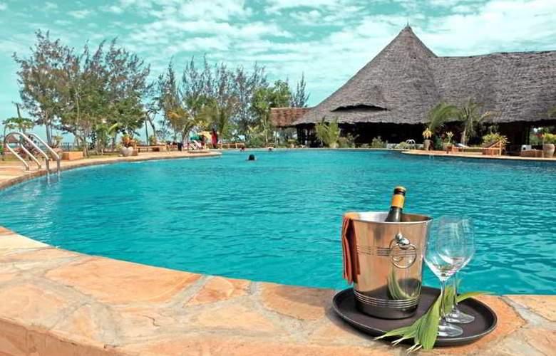 Spice Island Hotel & Resort - Hotel - 0