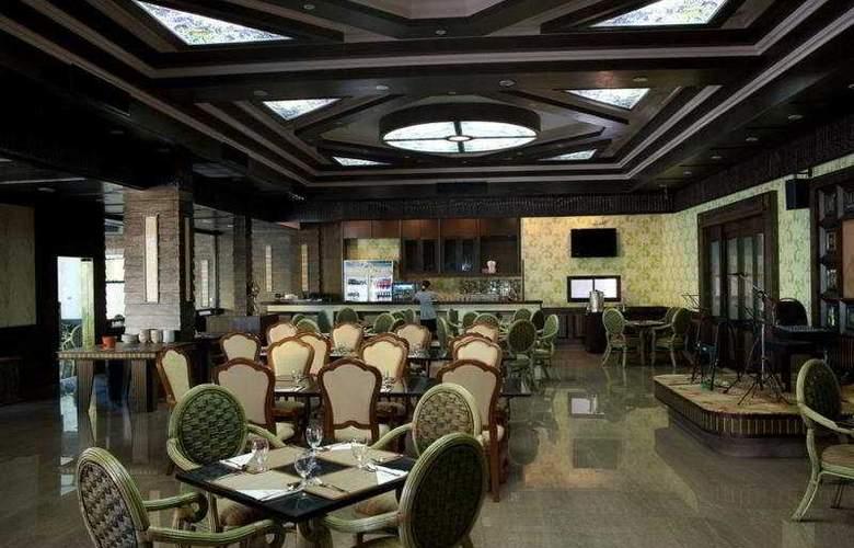 Ruean Phae Royal Park Hotel - Restaurant - 10