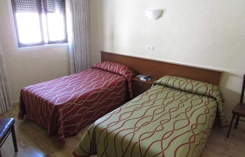 Rober - Room - 11