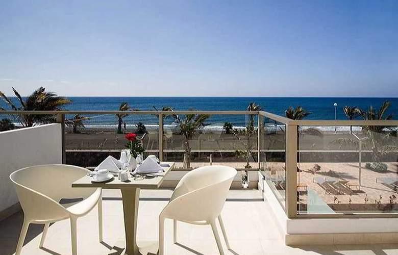 R2 Bahia Design Hotel & Spa Wellness - Terrace - 7
