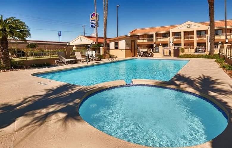 Best Western Kingsville Inn - Pool - 100