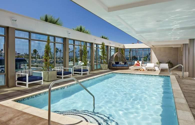 Hilton Garden Inn San Diego Downtown/Bayside - Pool - 3