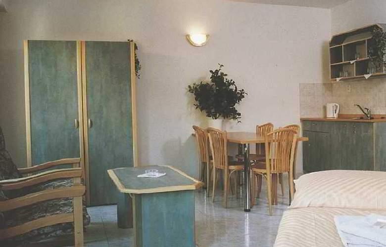 Amadeus Aparthotel - Room - 4