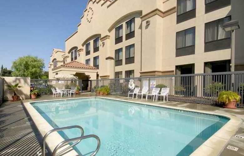 Hampton Inn Oakland-Hayward - Hotel - 3