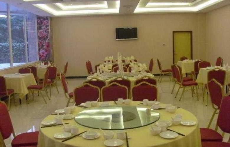 Zhong Qiao - Conference - 10