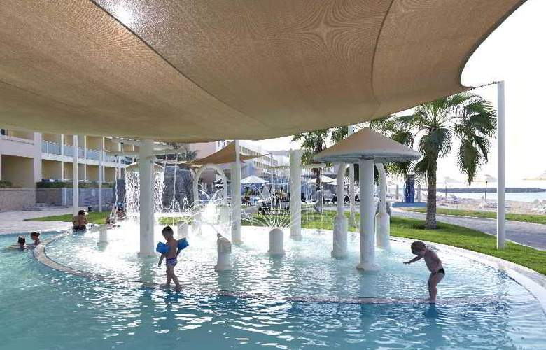 The Radisson Blu Resort Fujairah - Pool - 4