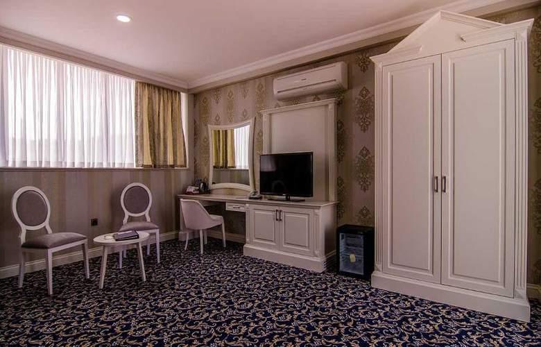 Ramada Baku Hotel - Room - 13