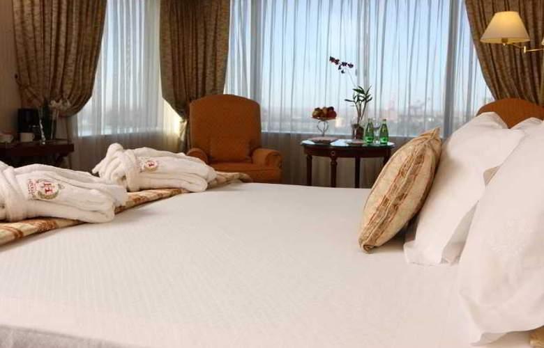 Emperador - Hotel - 0