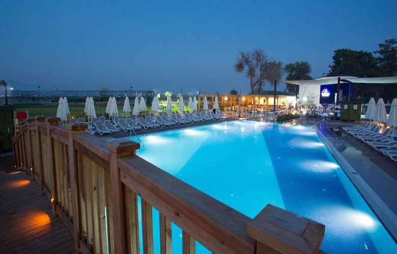 Water Side Delux Resort - Hotel - 14