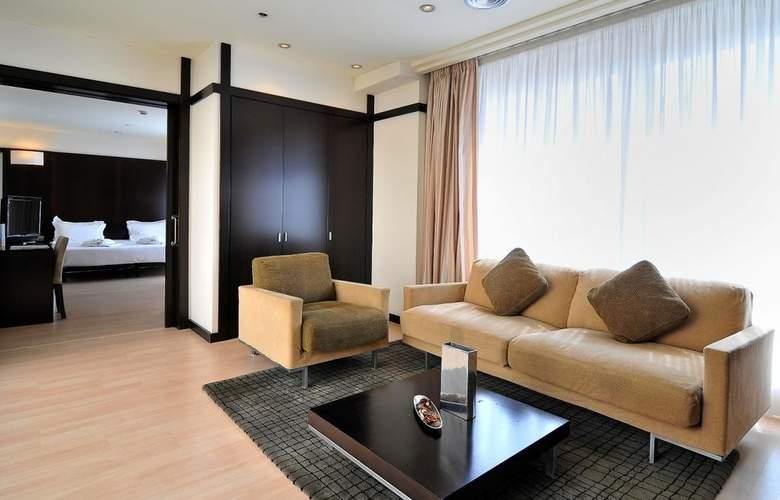 Barcelona Universal - Room - 46