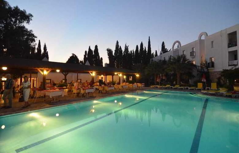 Natur Hotel - Pool - 10