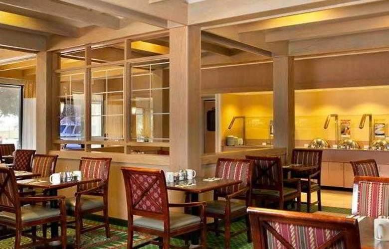 Courtyard Houston Hobby Airport - Hotel - 15
