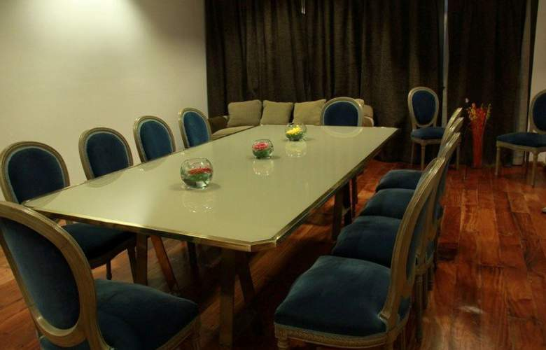 Mayflower Suites - Conference - 6