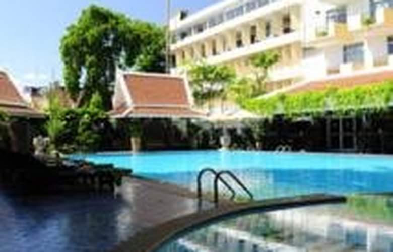 Golden Beach Pattaya - Pool - 8