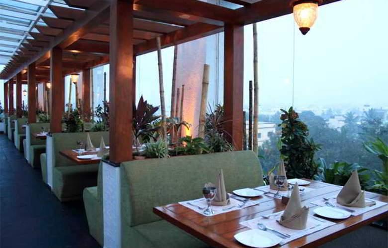 Aurick Hotel - Terrace - 5