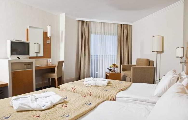 Crystal Admiral Resort Suits&Spa - Room - 3