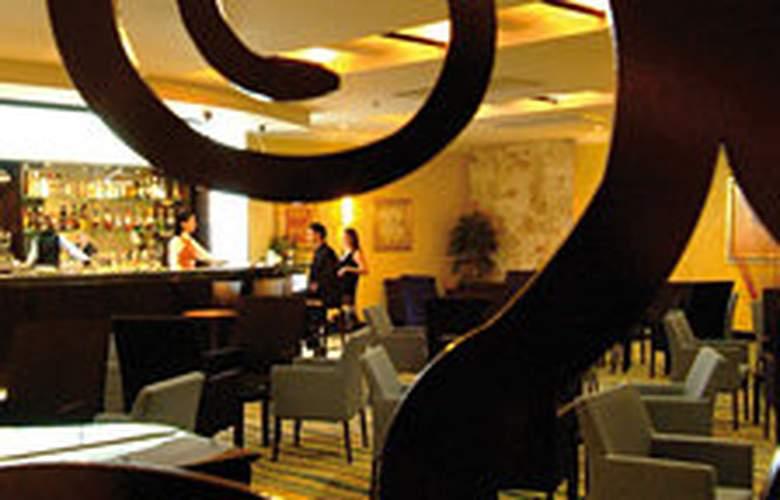 Radisson Blu Golden Sands Resort - Bar - 7