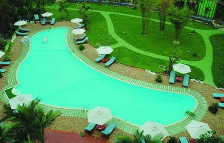 Green Hotel Hue - Pool - 7
