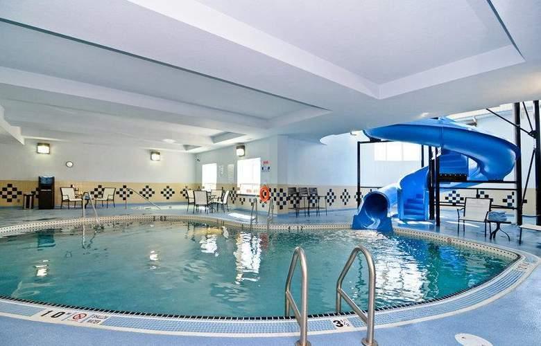 Best Western Freeport Inn & Suites - Pool - 67