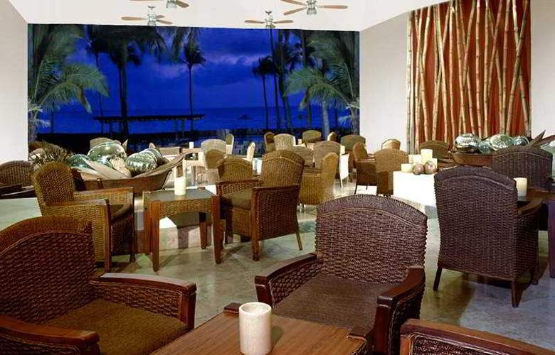Sheraton Buganvilias Resort & Convention Center - Bar - 4