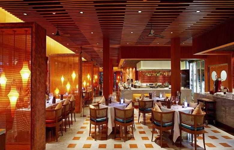 Centara Grand Beach Resort Phuket - Restaurant - 44
