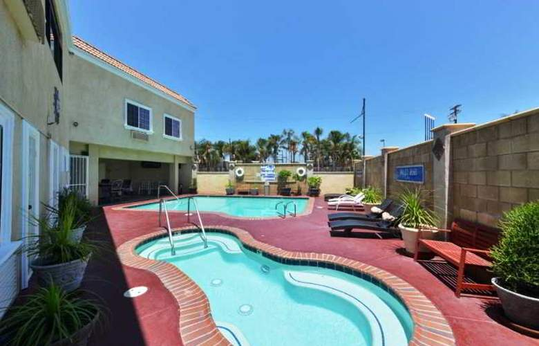 Americas Best Value Inn and Suites  El Monte - Pool - 7