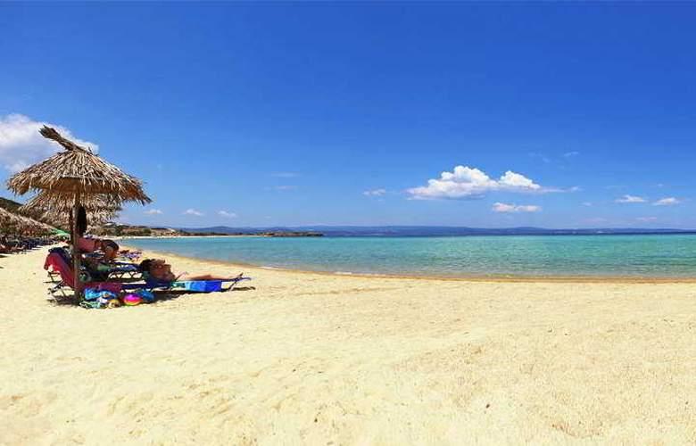 Antigoni Beach Hotel & Suites - Beach - 2