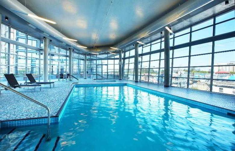 The Westin Wall Centre Vancouver Airport - Pool - 26