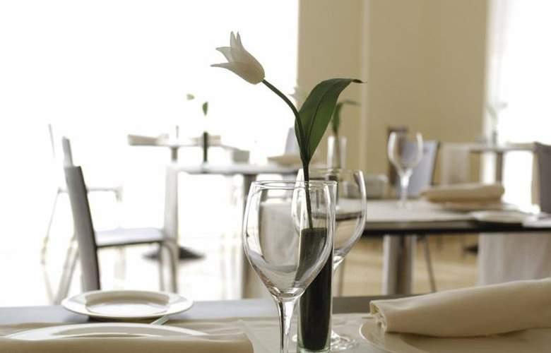 Exe Zaragoza WTC - Restaurant - 4