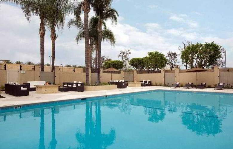 Red Lion Hotel Anaheim - Pool - 5