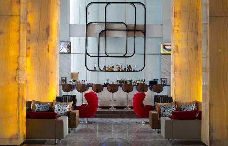 Hariston Hotel & Suites - Bar - 29