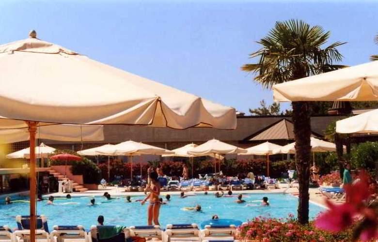 Garden Club Toscana - Pool - 25