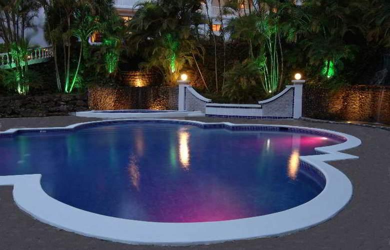 Hotel Grand Tara - Pool - 4