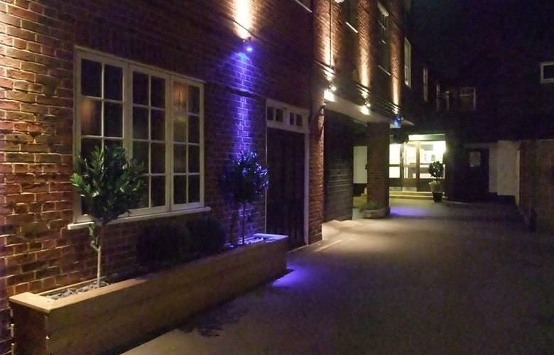 Ramada Crawley Gatwick - Hotel - 6