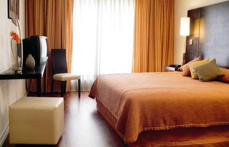 NH Ciudad de Santiago - Room - 6