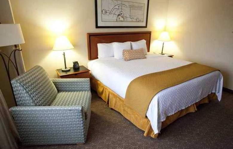 Embassy Suites Louisville - Hotel - 3