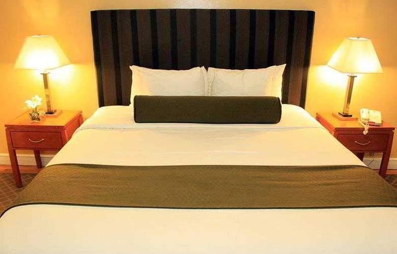 Best Western Plus Hospitality House - Apartments - Hotel - 15